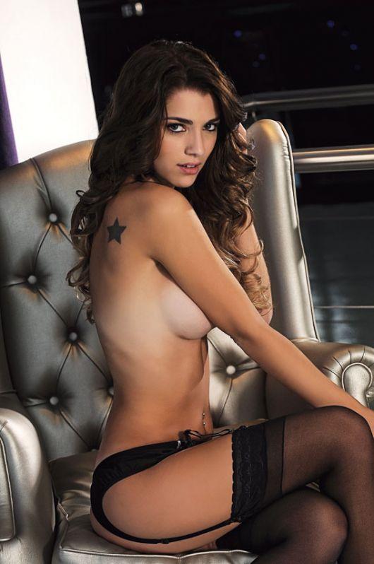 Nikki y laura naked scottys se burlan