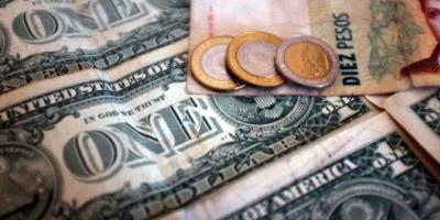 El Banco Central no encuentra dólares y alimenta la suba del billete al récord de $15,45