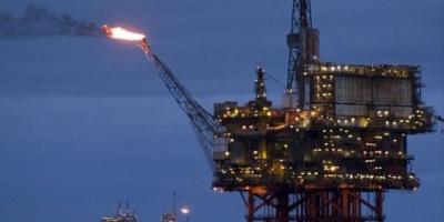 El petróleo llegó a su precio más bajo en casi cinco años