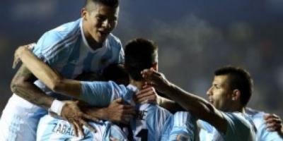 Argentina vapuleó a Paraguay y es finalista