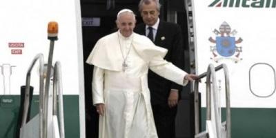 """En su primera actividad en África, el Papa pidió promover modelos """"responsables"""" de desarrollo"""