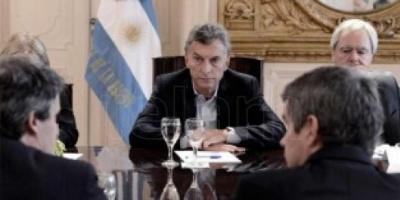 Macri se reúne con sus ministros y almuerza con vecinos en La Rosada