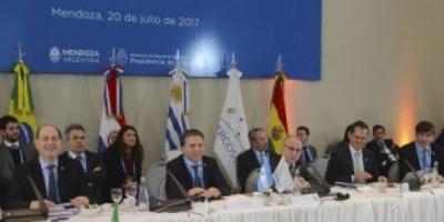 El canciller argentino adelantó la decisión del bloque si el gobierno de Maduro no suspende la asamblea constituyente.
