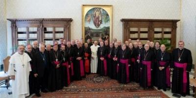 El papa Francisco instó a la reconciliación de los argentinos y habló de promover la clase media de la santidad