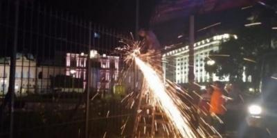 Sacan las rejas de Plaza de Mayo
