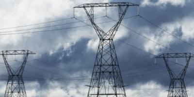 Gobierno recorta y pesifica pago a generadoras de electricidad